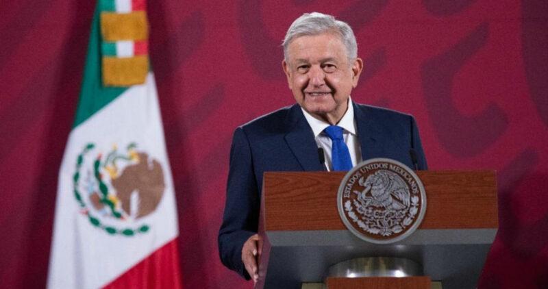 """Video: """"Llenen el Zócalo varias veces de manera pacífica"""", dice López Obrador. """"Pero un derrocamiento no, eso no"""""""