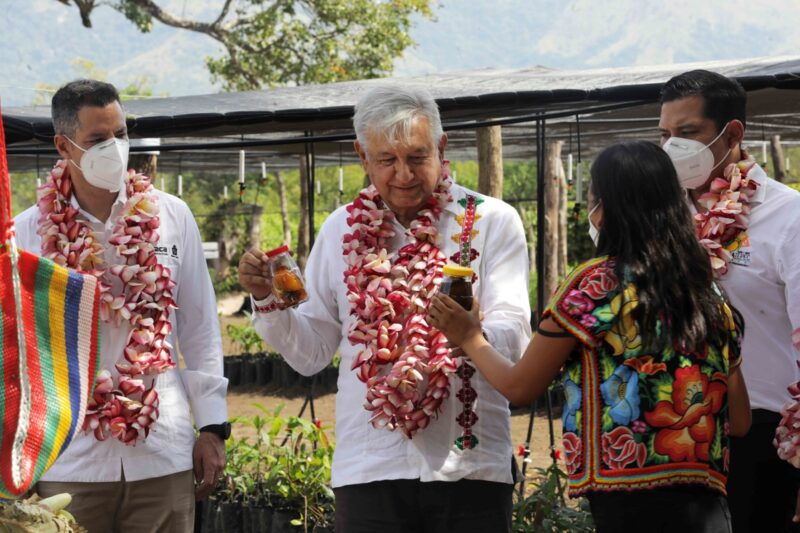 """Con Peña Nieto, narcogobierno, afirma AMLO. Celebra hasta cierto punto que emerja lo del general Cienfuegos """"para iniciar un Estado nuevo"""""""