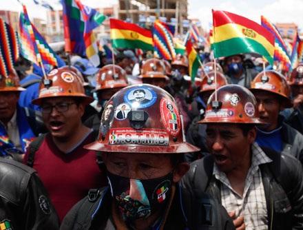 Video: Masiva celebración, sobre todo de indígenas, por el triunfo de Arce y Choquehuanca en Bolivia