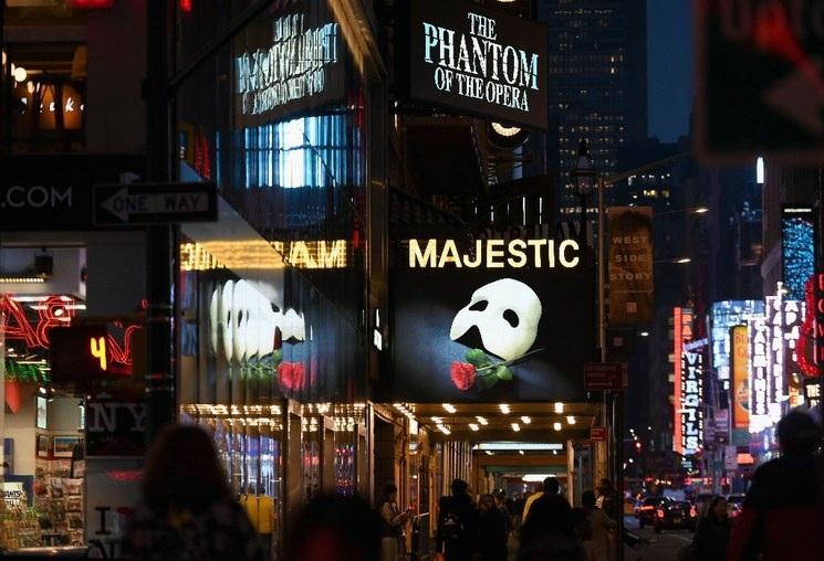 Teatros de Broadway seguirán cerrados hasta mayo de 2021