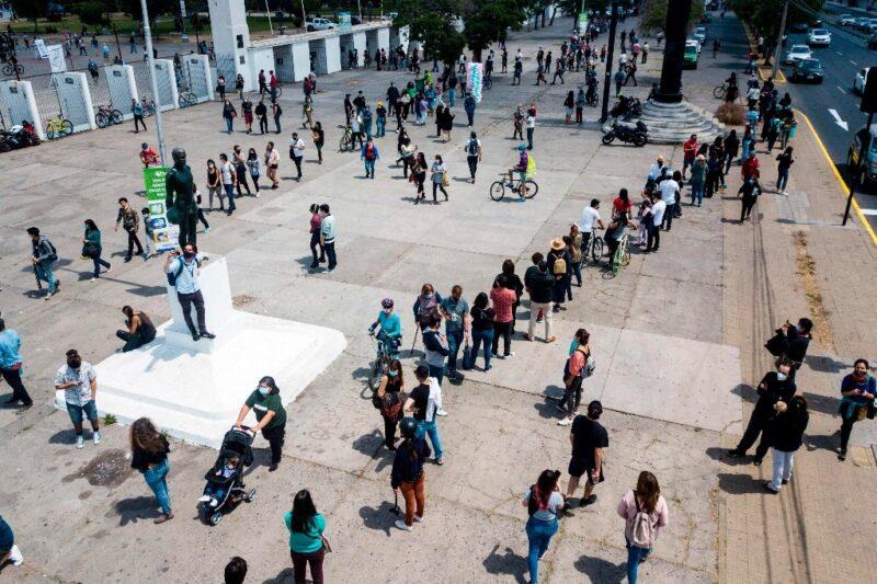 Fuerte afluencia de votantes en Chile: el presidente Piñera afirma que la mayoría quiere cambiar la Constitución. La de Pinochet sería cancelada