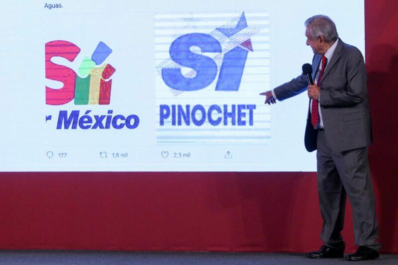 "Compara AMLO logo de ""Sí por México"" con propaganda del dictador Pinochet"