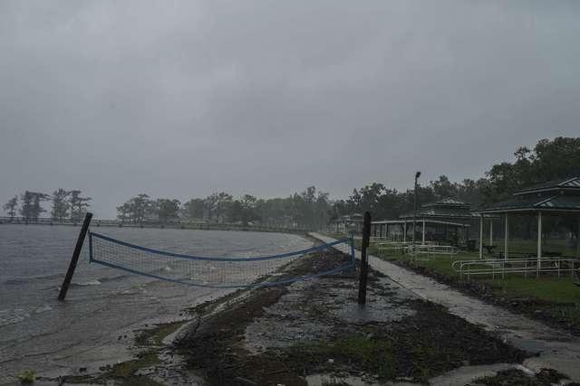 'Delta' llega a costas de Luisiana como huracán categoría 2