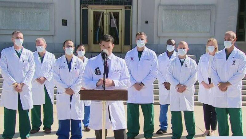 """Video: Trump se encuentra """"muy bien esta mañana"""", afirma su médico. No advierte factores de riesgo para convertirse en caso grave"""