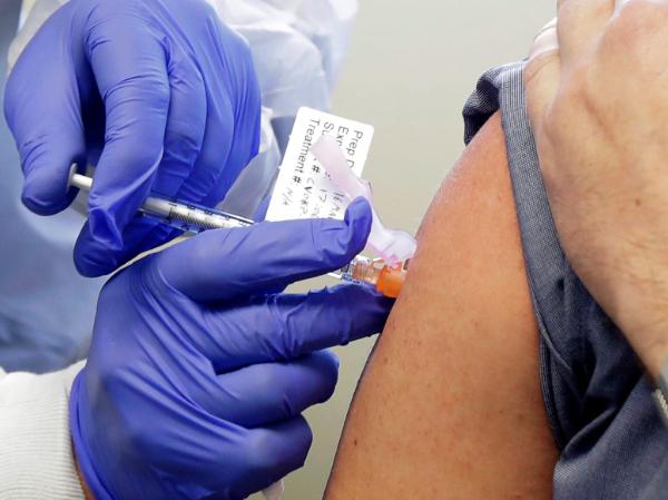 """Vacuna de AstraZeneca y Oxford causa """"fuerte respuesta inmune"""" en estudio de Universidad de Bristol"""