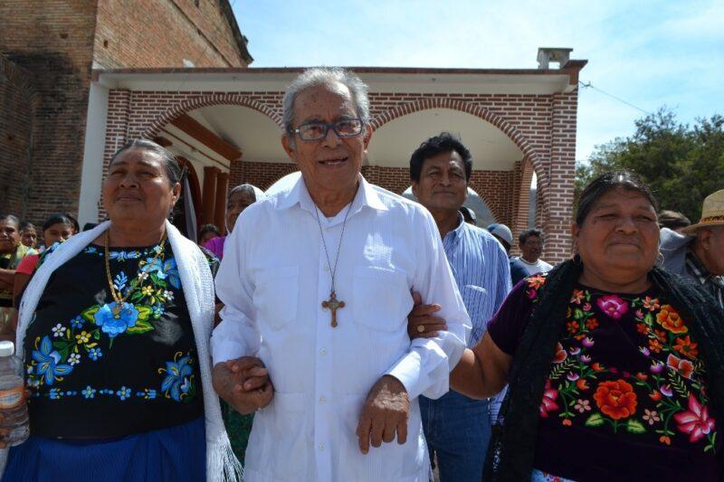 """A causa del COVID-19, fallece en Oaxaca Arturo Lona Reyes, """"El obispo de los pobres"""". AMLO afirma que su trabajo fue """"ejemplar"""""""
