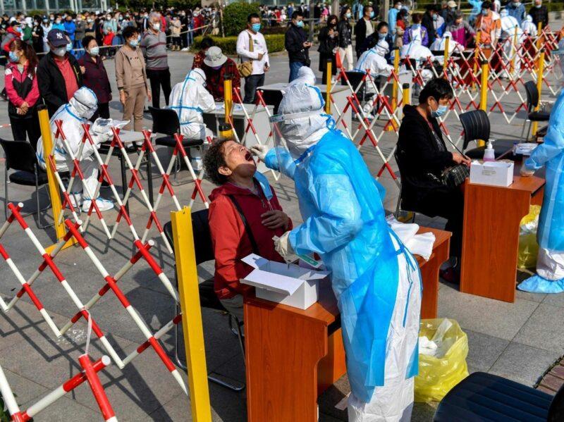 Más de un millón 77 mil muertes por coronavirus en el mundo