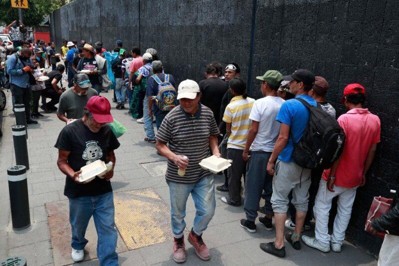 Por pandemia, mexicanos en pobreza extrema pasan de 22 a 32 millones