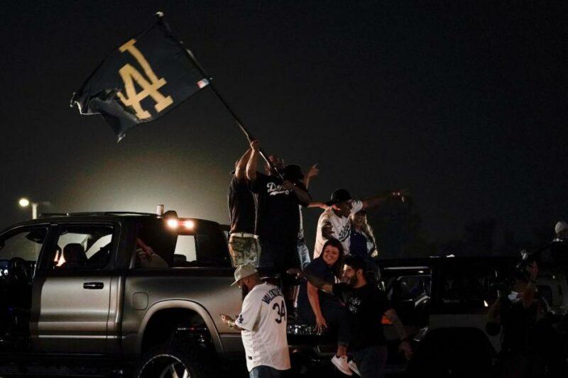 Saqueos, vandalismo y múltiples arrestos en Los Ángeles tras el triunfo de los Dodgers