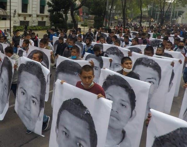 Fracasa arresto de dos militares por fallas del fiscal para Ayotzinapa