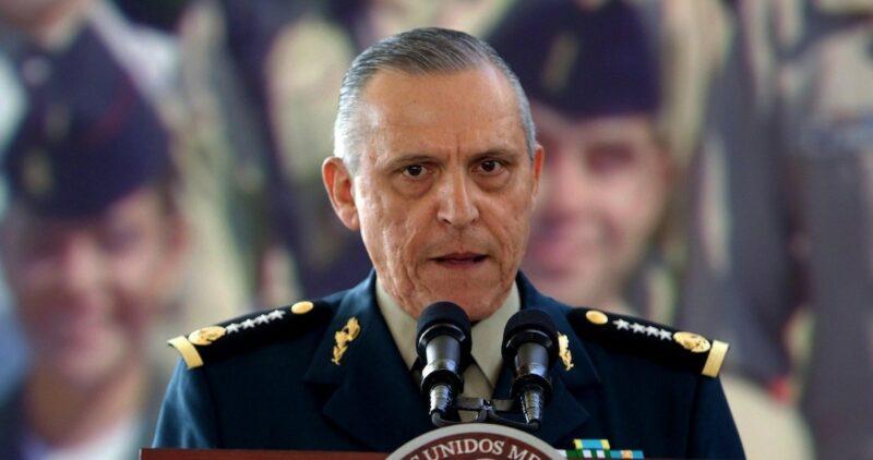 Cienfuegos pide tiempo a Fiscalía de NY para negociar y no ir a juicio. La opción es declararse culpable. Pudiera ser sentenciado a cadena perpetua