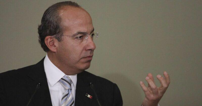 En su reaparición ante panistas, Felipe Calderón calcula que van más de 300 mil muertes por COVID en México