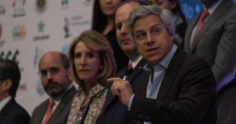 """AMLO pide investigar si """"Mexicanos contra la Corrupción"""", del opositor Claudio X. González, tiene condonación de impuestos. Proceso nombra empresarios contra la 4T"""