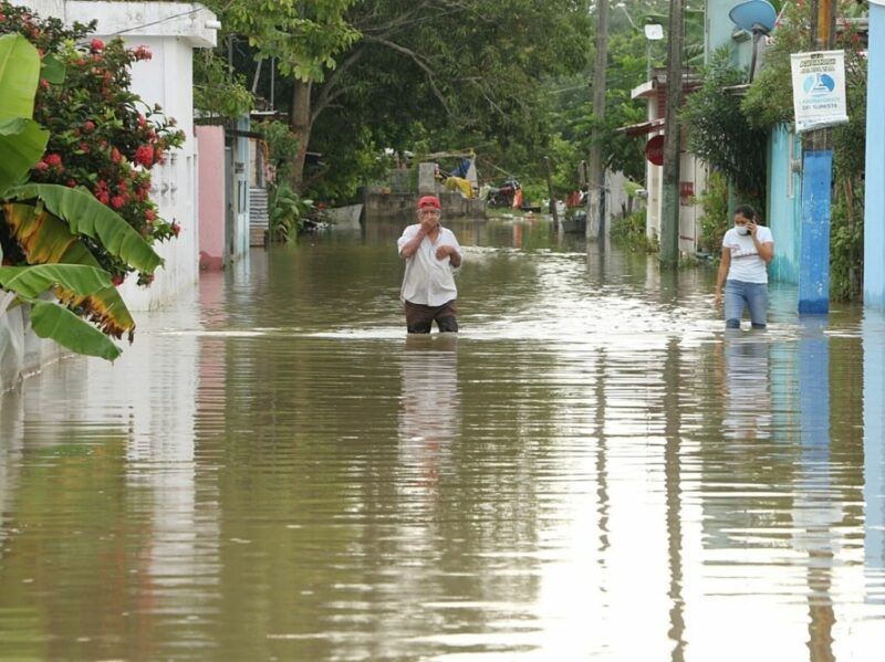 No cede la emergencia en el sureste por las inundaciones. 12,300 damnificados, en albergues de Tabasco