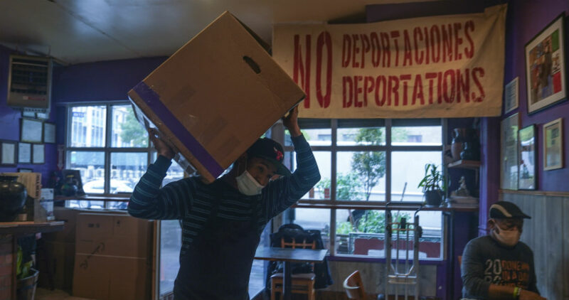 Mexicanos en NY alimentan gratis a miles con hambre. Restaurante se vuelve una cocina comunitaria