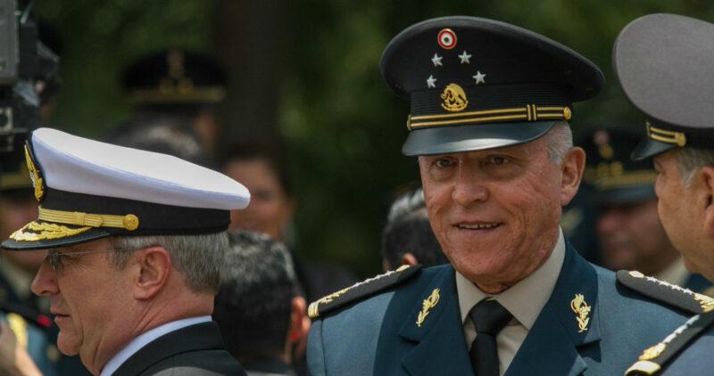 Jueza niega pedido del general Cienfuegos para cancelar la audiencia, pero la difiere una hora por desorden