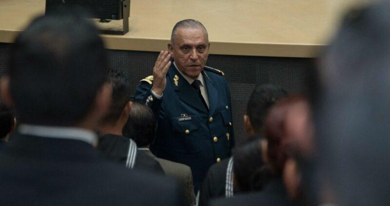 """El general Cienfuegos se dice """"no culpable"""" de narcotráfico y lavado; ahora se enfrentará al Gobierno de EU. Senado mexicano pide información sobre su detención"""
