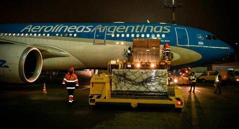 Despega de Moscú el avión que llevará a Argentina 300.000 dosis de vacuna Sputnik V