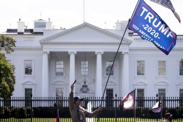 Investigan si funcionarios de la Casa Blanca recibieron dinero a cambio de un indulto presidencial