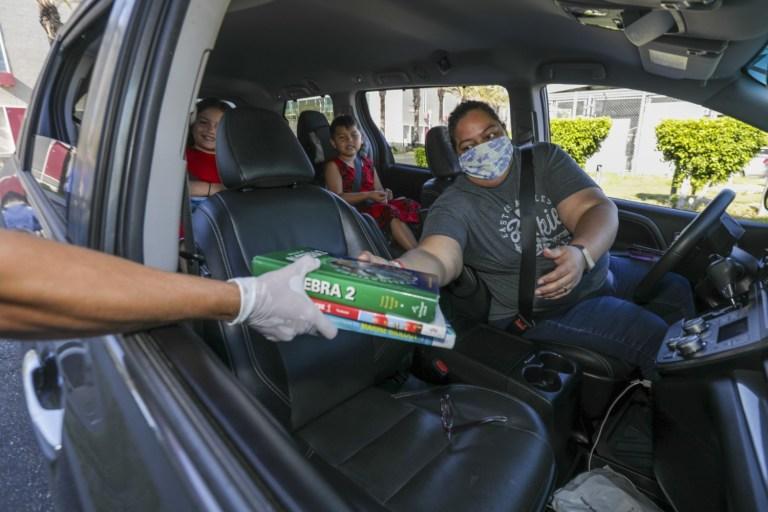 """Padres de familia demandan al Estado por no brindar """" igualdad educativa básica"""" durante la pandemia"""