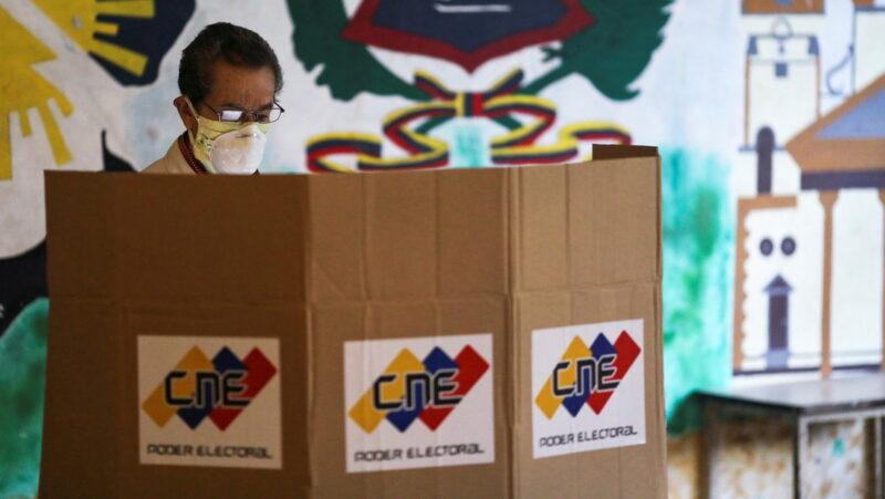 Chavismo lidera las elecciones parlamentarias con 67,6% de los votos según los resultados preliminares