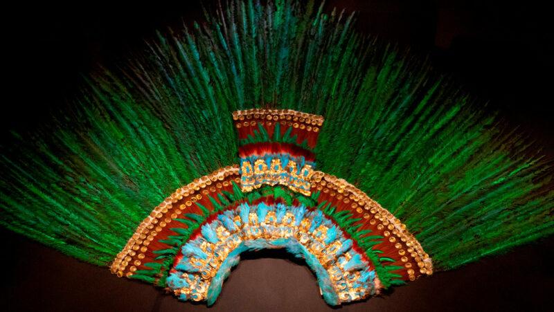 """Video: """"El penacho de Moctezuma no es de Austria ni de México"""", afirma el director del museo en Viena que alberga la histórica y disputada pieza"""