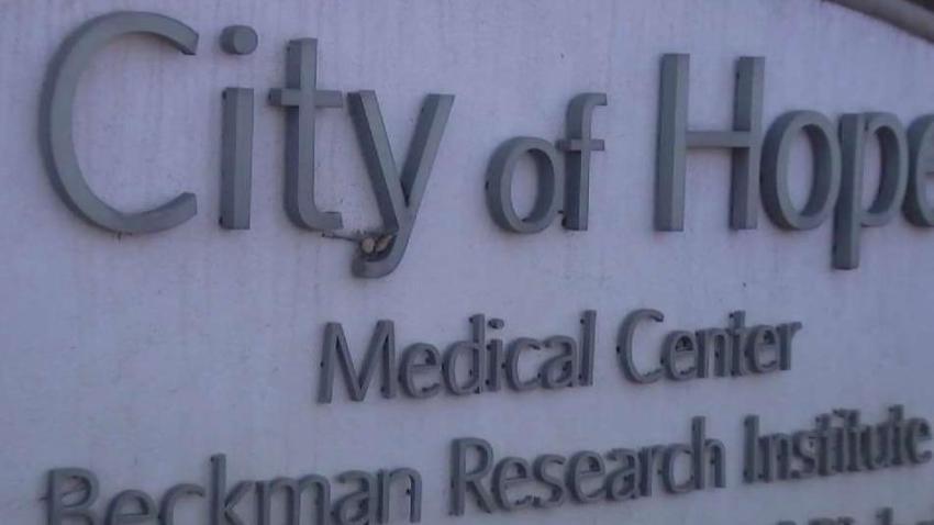 Mujer hispana primera en recibir dosis de vacuna de ensayo contra COVID-19 en City of Hope