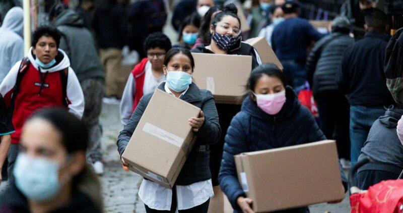 """""""Colas de hambre"""" en los bancos de comida de EU: la pandemia deja 26 millones con la alacena vacía"""