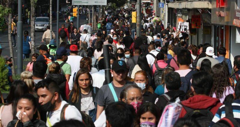 Los contagios en México rompen récord para un sólo día: 12,253, en medio de las súplicas a no salir