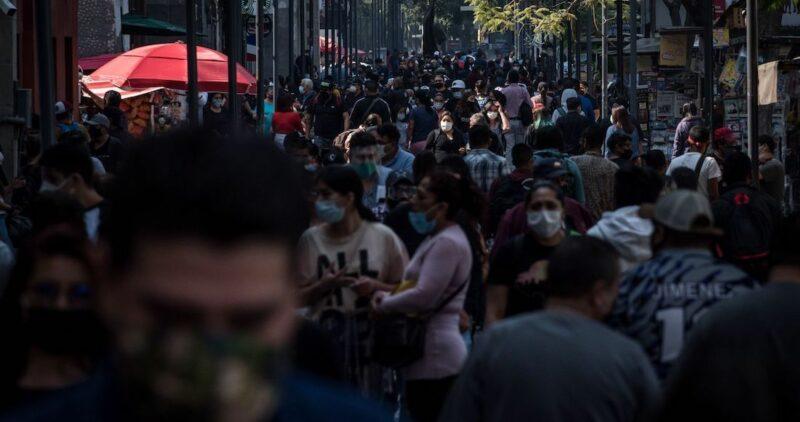"""La iglesia católica regaña fuerte a los mexicanos por no cuidarse. """"Las fiestas pueden esperar"""", dice"""