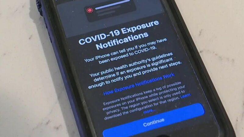 La aplicación CA Notify permite que desde celulares haya avisos si usuarios fueron expuestos al COVID-19