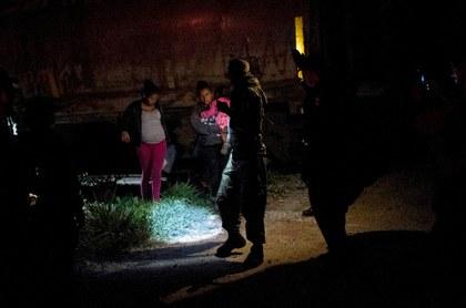 Frenan caravana de hondureños que se dirigía a EU, vía México