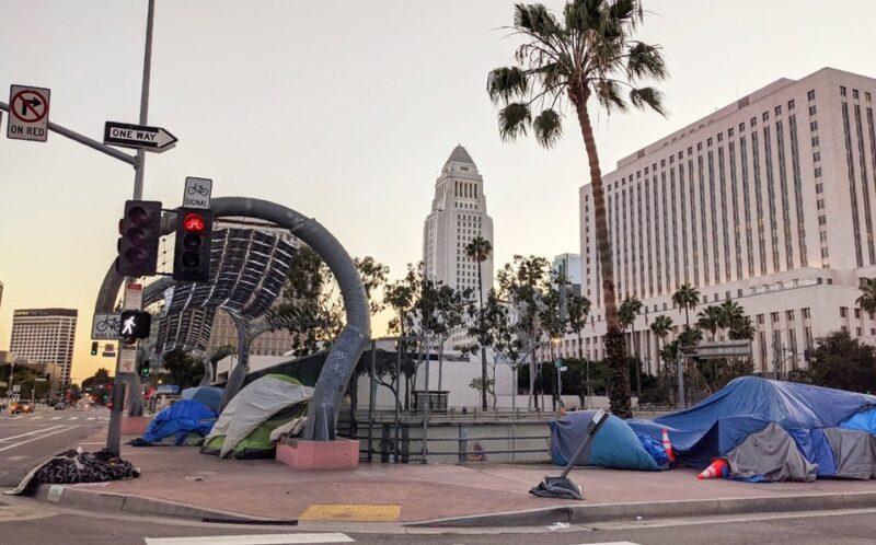 Nuevos casos y hospitalizaciones por COVID-19 continúan rompiendo récord en Los Angeles