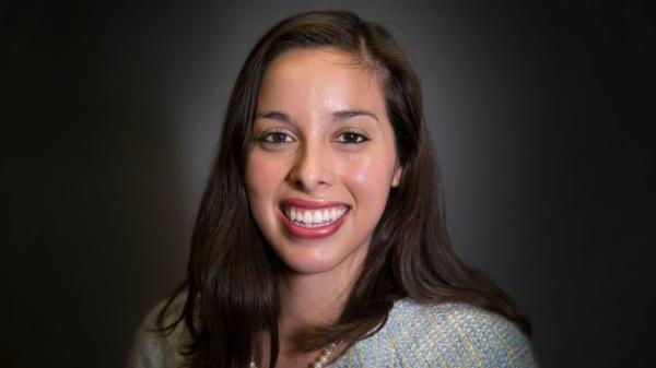 Kelly Gonez, de 33 años, nueva presidenta de la Junta Educativa del distrito escolar angelino