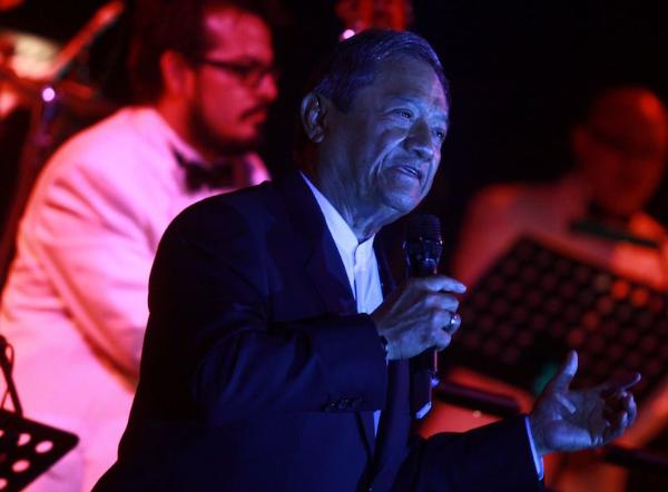"""Cenizas de Armando Manzanero llegan a Mérida, Yucatán; velatorio será """"muy privado"""", dice familia"""