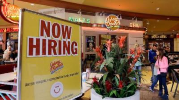 California recupera cerca de la mitad de los empleos perdidos desde el principio de la pandemia