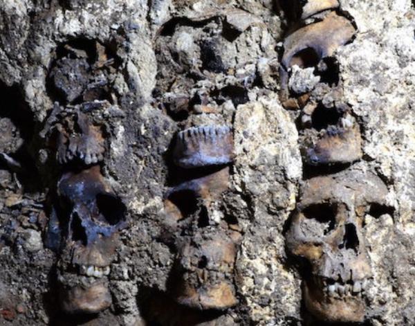 Video: Hallan la otra parte de la mítica torre de cráneos humanos de los mexicas: el Huei Tzompantli
