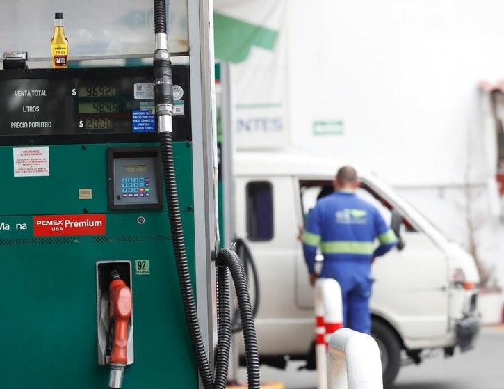 En 2021 no habrá 'gasolinazos', pero sí un ajuste por la inflación, señala AMLO