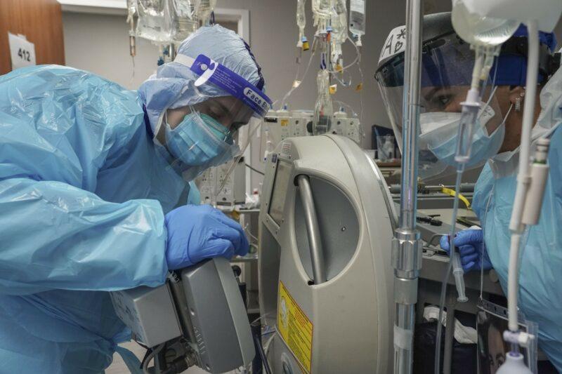 En EU, récord de 100 mil hospitalizados por COVID-19, un millón de casos nuevos por semana y 270 mil muertos