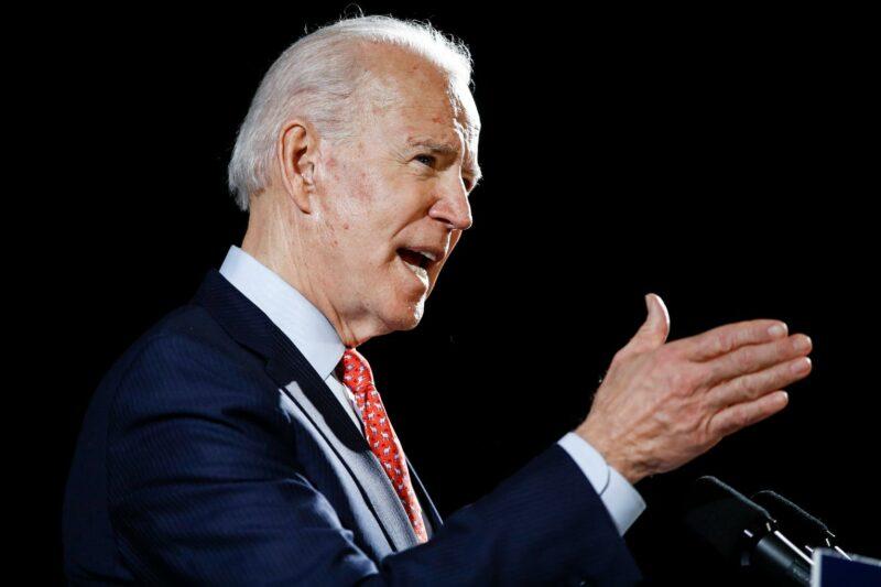 Biden proyecta perdonar hasta 50 mil dólares en préstamos estudiantiles federales, como piden legisladores demócratas