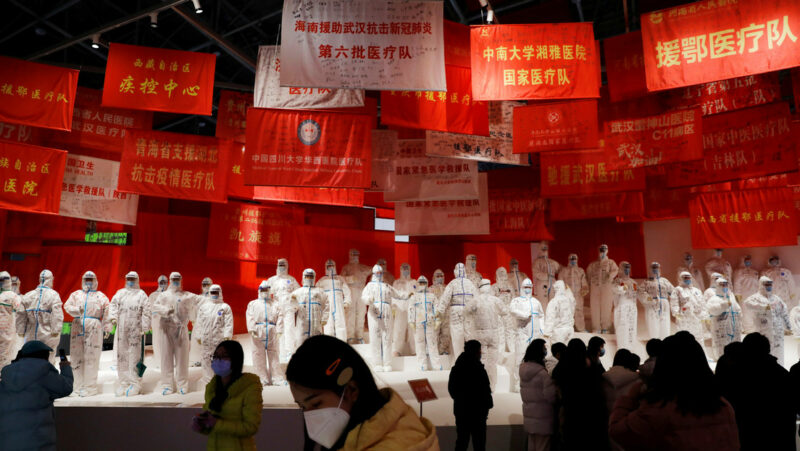 """China aún no aprueba el ingreso de expertos que investigan el origen de la pandemia. El jefe de la OMS, """"decepcionado"""""""
