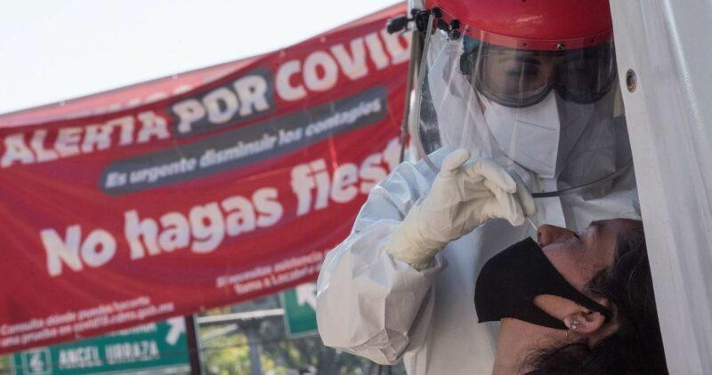 México supera las 140 mil muertes por COVID-19. Salud registra 20,523 contagios en el último día