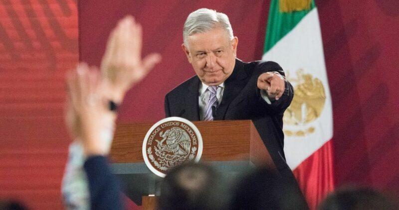 El INE pide a la Presidencia informar si le pagó a reporteros por preguntas en la mañanera: Reforma
