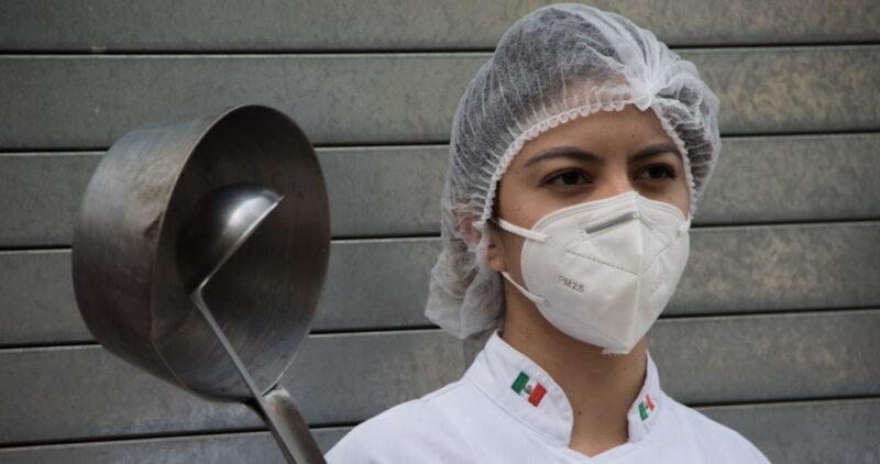 La Ciudad de México vive horas críticas: falta el oxígeno, hospitales a tope, el Metro averiado y empleos en vilo