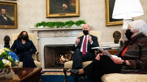 """Biden asegura que hay """"un consenso abrumador"""" sobre la urgencia de aprobar un plan de rescate.  Cada contribuyente recibiría 1,400 dólares"""