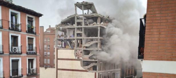 Videos: Tres muertos y un desaparecido en una explosión de gas en un edificio en el centro de Madrid