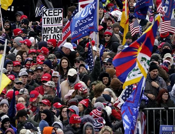 Miles de seguidores de Trump desafían al Covid y se reúnen en Washington, donde el Congreso certificará hoy su derrota