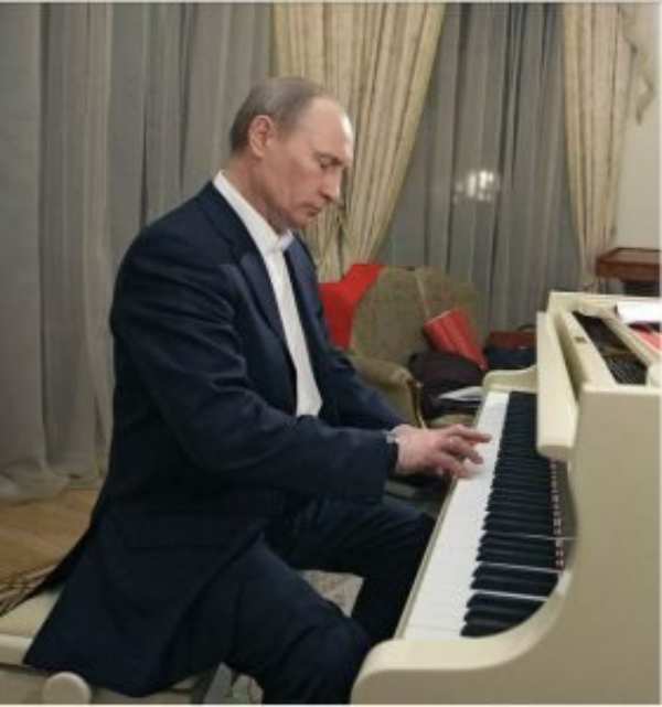 Video: El presidente ruso, Vladimir Putin, canta y toca el piano