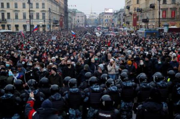 #EnVivo: Centenares de detenidos durante las protestas masivas en apoyo al opositor Navalny en toda Rusia. Sin precedente