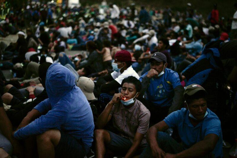 Buscamos con Guatemala, Honduras y EU salida dialogada con caravana: AMLO